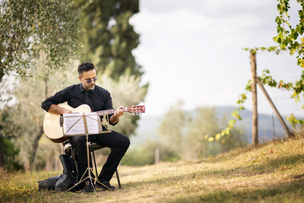 Guitar soloist wedding in Tuscany
