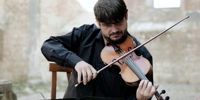 Violin soloist Ph. Qualcosa di Blu